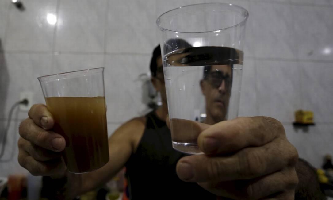 Moradores receberam água com cor barrenta na torneira Foto: Marcelo Theobald 07-01-2020 / Agência O Globo