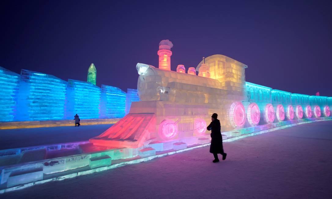 O Festival de Harbin ganha ares mágicos com a iluminação noturna Foto: Aly Song / Reuters
