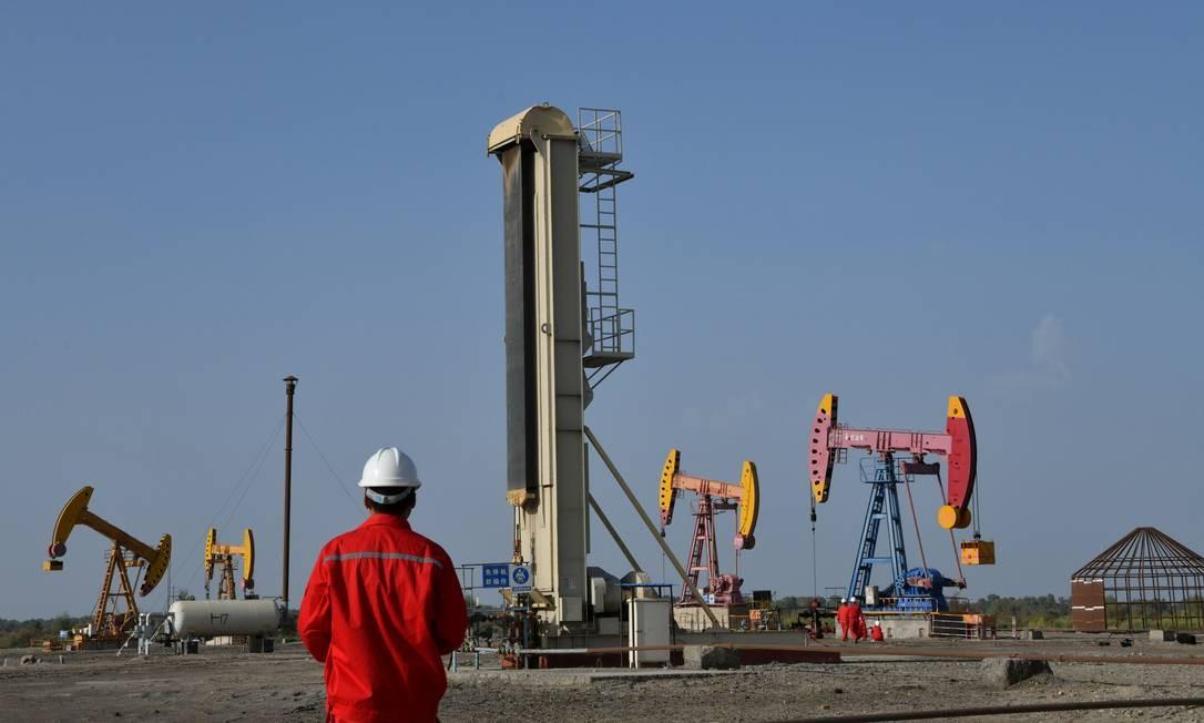 Campo de produção da estatal China National Petroleum Corp (CNPC) em Bayingol, na região autônoma chinesa de Xinjiang Uighur Foto: CHINA STRINGER NETWORK / China Out/REUTERS