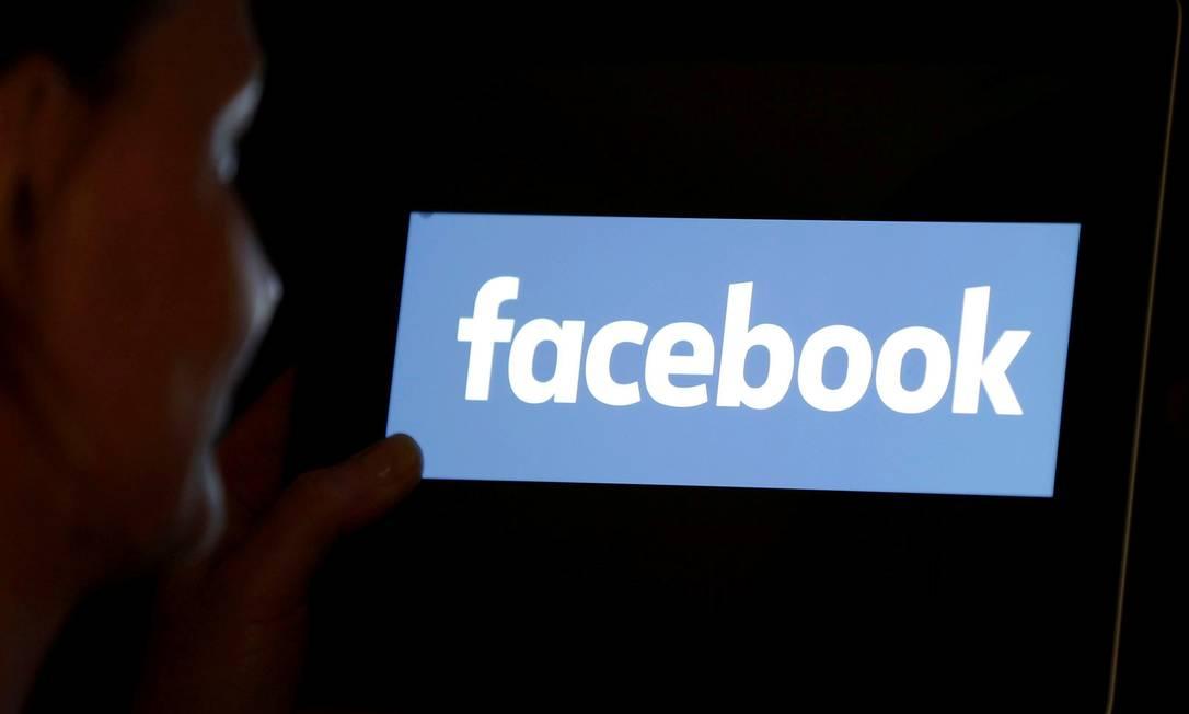 O Facebook vem sendo criticado por permitir que políticos publiquem anúncios com conteúdo reconhecidamente falso Foto: Regis Duvignau / REUTERS