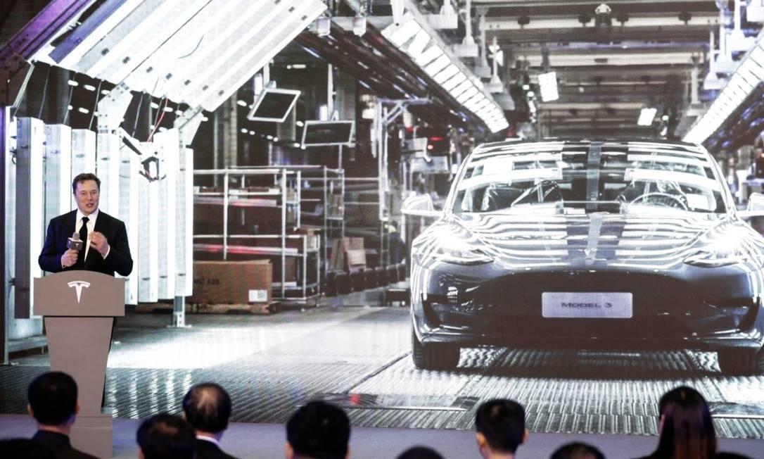 Elon Musk fala durante a apresentação do Model 3 da Tesla Foto: Bloomberg