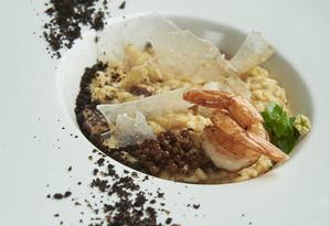O risoto de frutos do mar, do Gioia, é preparado com vinho branco, camarão fresco e polvo cozido Foto: Divulgação/Selmy Yassuda