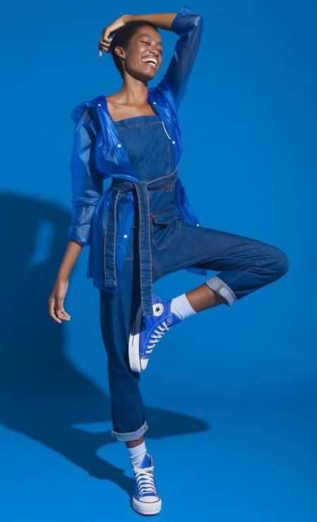 Macacão Dress To e capa de chuva O Grito Bazaar Foto: Alexandro Adds