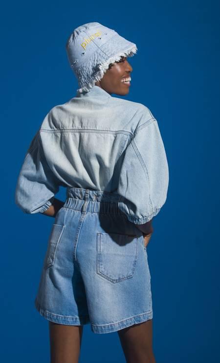 Jaqueta e bermuda, ambos Sacada, e chapéu Mig Jeans Foto: Alexandro Adds