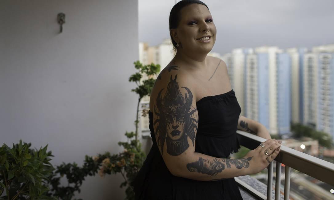 Larissa Sanchez, 20 anos, vai fazer cirurgia de readequação de gênero Foto: Edilson Dantas / Agência O Globo