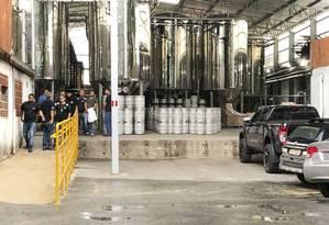 Policia Civil esteve na sede da cervejaria na tarde desta quinta-feira. Foto: Uarlen Valerio / O Tempo