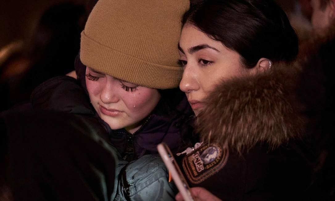 Vigília reuniu amigos de vítimas na Mel Lastman Square, em Toronto, Ontário Foto: Geoff Robins / AFP