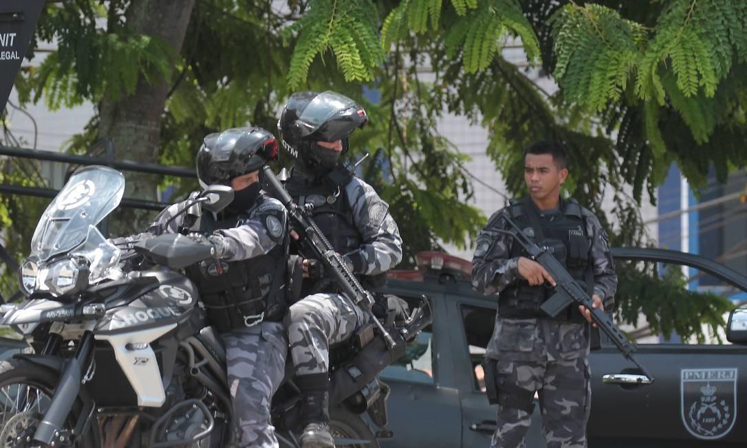 Cerca de 120 policiais estiveram envolvidos na operação da manhã desta sexta-feira, em Angra dos Reis Foto: Gabriel de Paiva / Agência O Globo