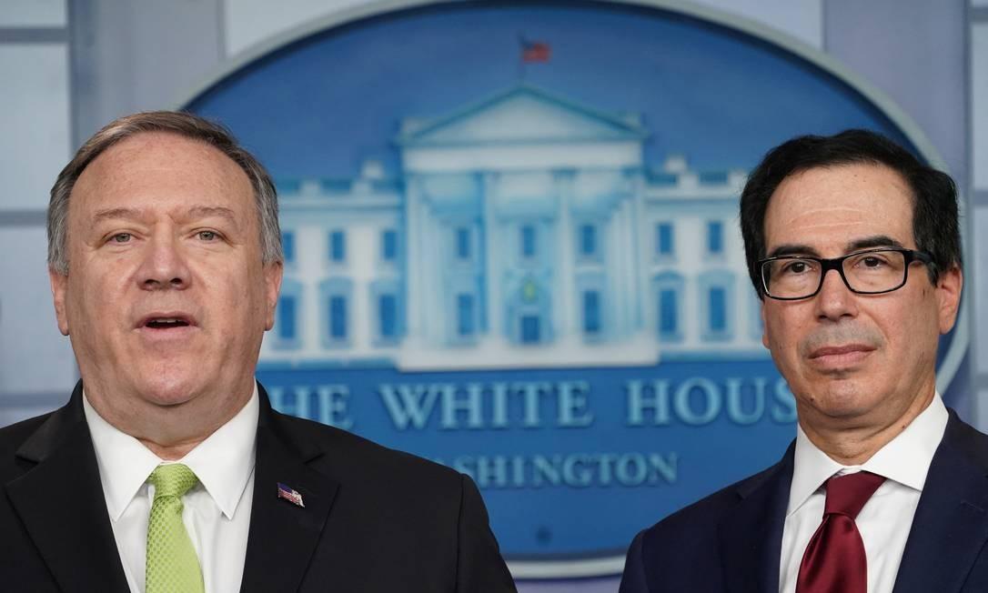 """Secretários de Estado (E), Mike Pompeo, e do Tesouro, Steven Mnuchin, anunciam novo pacote de sanções contra o Irã. Medidas são resposta a ataques de mísseis e """"financiamento do terrorismo global"""" Foto: KEVIN LAMARQUE / REUTERS"""