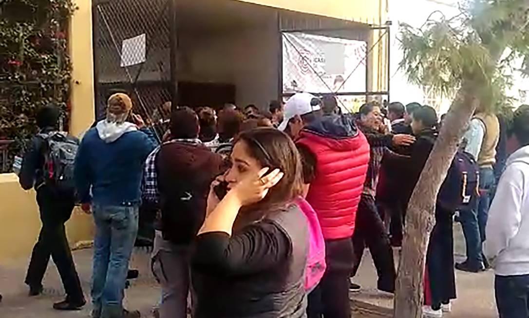 Vídeo mostra mobilização em frente à escola onde morte estudante de 12 anos matou professora Foto: STR / AFP