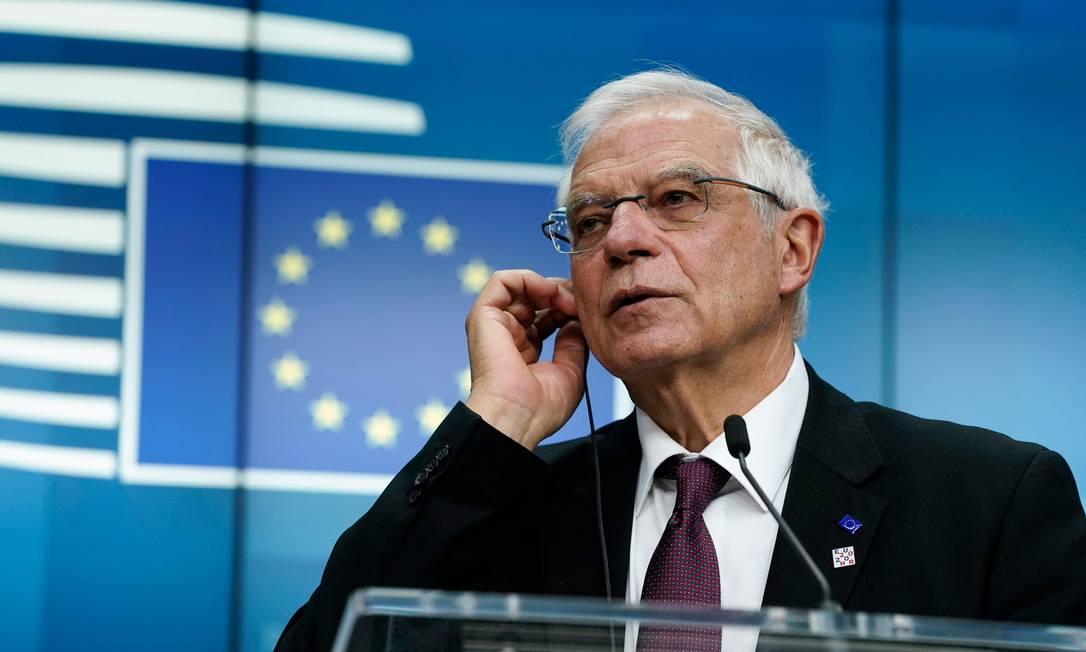O encarregado de Relações Exteriores da UE, Josep Borrell, durante entrevista coletiva a jornalistas sobre acordo nuclear Foto: KENZO TRIBOUILLARD / AFP
