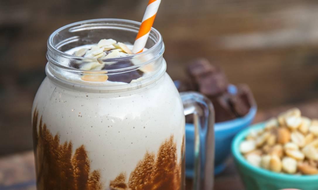 Milk-shake de paçoca com amendoim, castanha, calda de chocolate e amêndoas tostadas (R$ 25) no .Org Bistrô (2493-1791) Foto: TomasRangel / Divulgação/Tomás Rangel