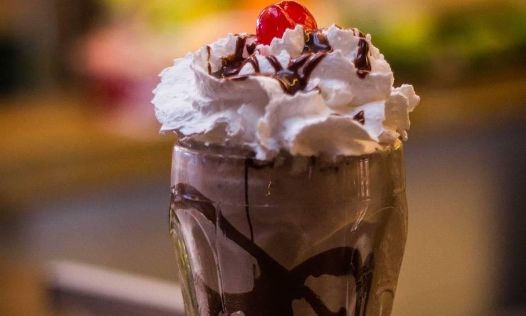 Com sorvete de creme, Nutella, chantily, calda de chocolate e cereja (R$ 25,90) no Banana Jack (2491-1717) Foto: Divulgação/Vinícius Olivo