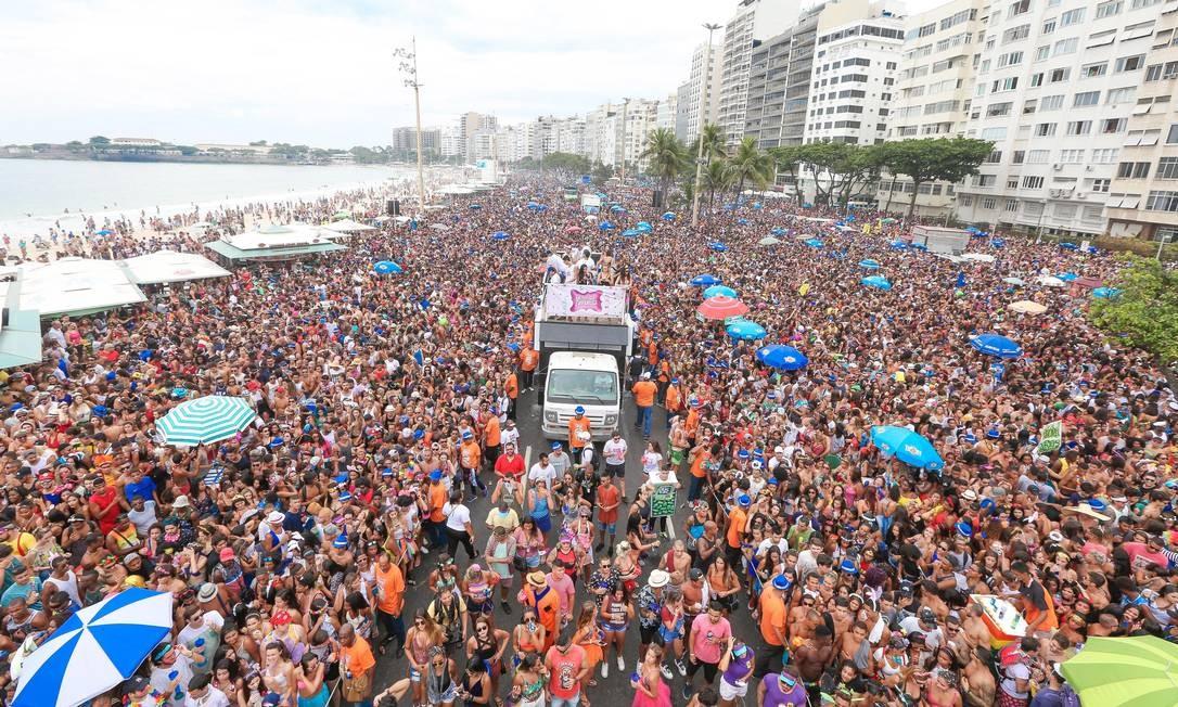 Bloco da Favorita em Copacabana, há três anos atrás: um mar de gente. Moradores são contra o evento Foto: Marco Antônio Teixeira / 23-2-2017 / Divulgação / Riotur