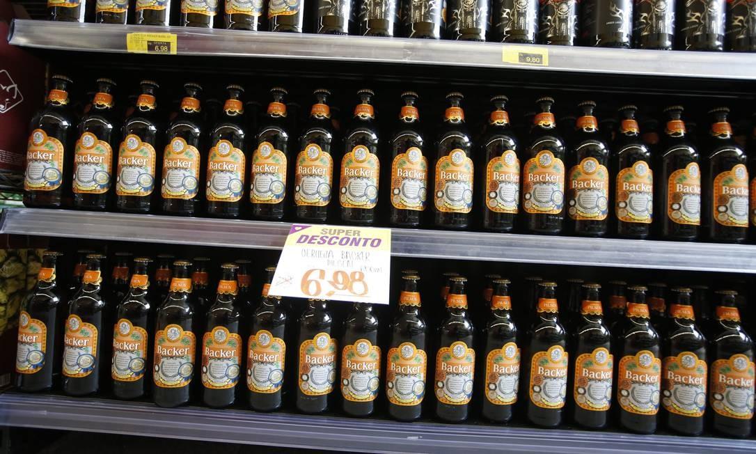 Cervejas da Backer à venda em mercado: produto é investigado pela polícia como causador de síndrome nefroneural Foto: O Tempo / FOTO : Cristiane Mattos / O Temp