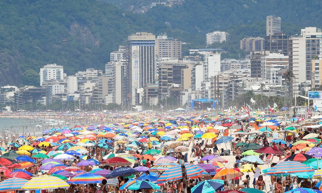 RI - Rio, 11/01/2019, Praias / Ipanema - Praia de Ipanema na manhã deste sábado (11/01). Foto: Márcio Alves / Agência O Globo Foto: Marcio Alves / Agência O Globo