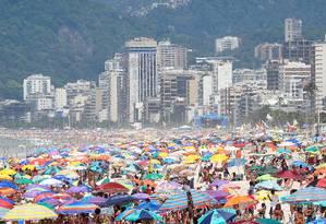 Praia de Ipanema na manhã deste sábado (11/01) Foto: Marcio Alves/Agência O Globo