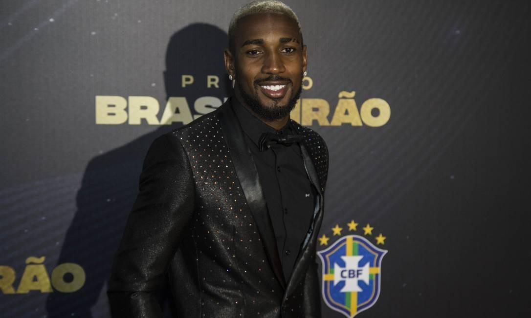 Tottanham está de olho no meia Gerson Foto: Guito Moreto / Agência O Globo
