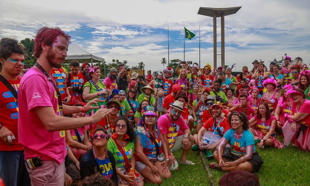 Serão R$ 19 milhões em investimentos se for considerado o gasto de cada um dos 543 desfiles pré-aprovados em 2020. Como a festa carioca é diversificada, claro que há brincadeiras mais baratas, e também outras muito mais caras. Na foto, o Bloco Sargento Pimenta no Aterro do Flamengo. Foto: Marcelo Régua / Agência O Globo