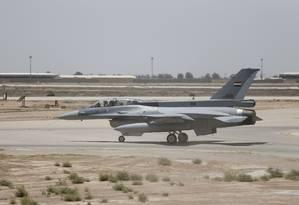 Caça americano na base militar iraquiana usada pelos EUA em Balad, em 2015 Foto: Thaier Al-Sudani / REUTERS