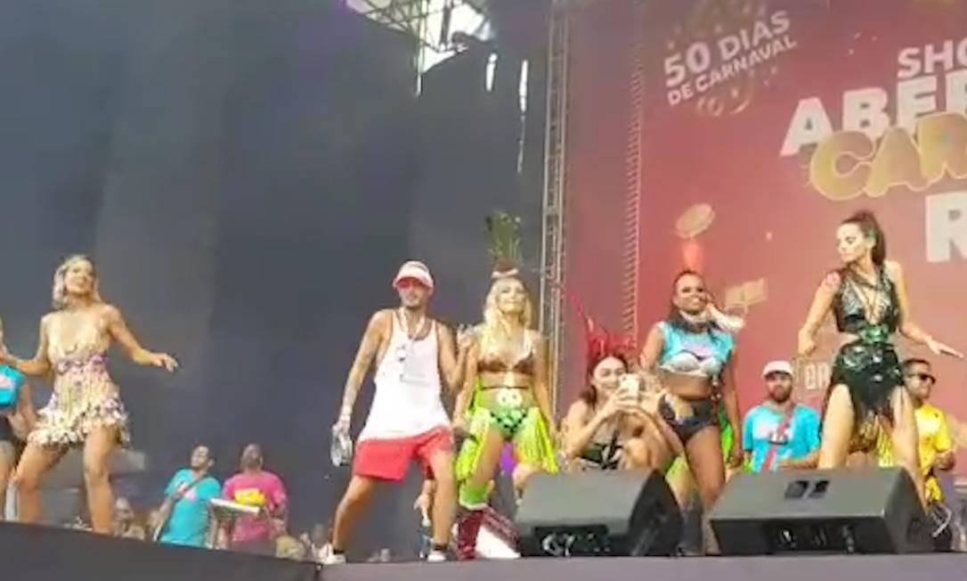 Famosos subiram ao palco no Bloco da Favorita, em Copacabana Foto: Reprodução
