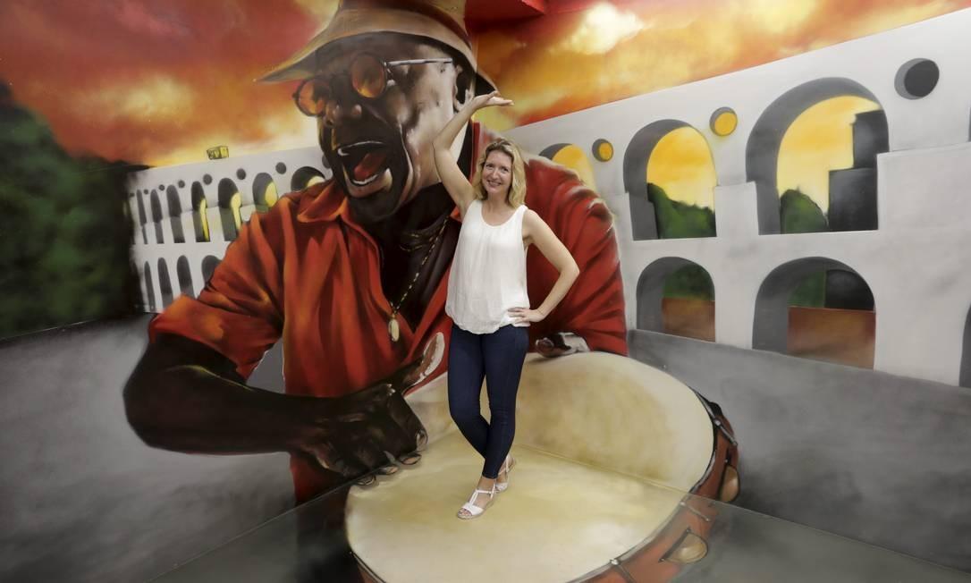 Artistas nacionais e internacionais assinam obras em exposição Foto: Domingos Peixoto / Agência O Globo