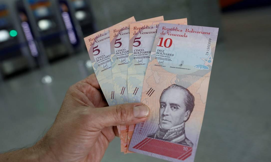 Cédulas de bolívar, a moeda oficial da Venezuela Foto: Carlos Garcia Rawlins / Reuters