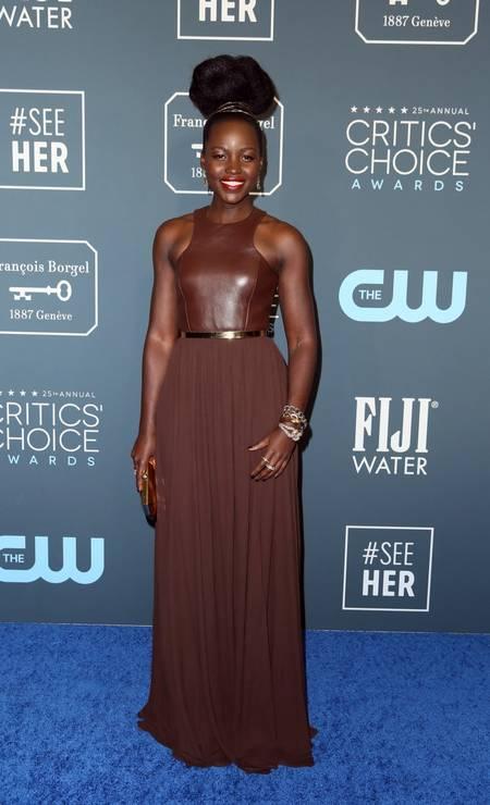 A edição 2020 do Critics Choice Awards teve um tapete vermelho lotado de estrelas. a começar por Lupita Nyong'o. Ela vestiu Michael Kors Foto: DANNY MOLOSHOK / REUTERS