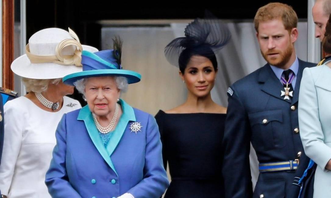 Camila, a duquesa de Cornwall, ao lado da rainha Elizabeth II, Meghan e Harry Foto: TOLGA AKMEN / AFP / 10-07-2018