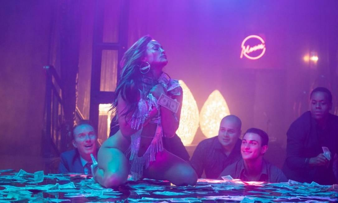 """J-Lo figurava em diversas listas de cotados para a categoria de melhor atriz coadjuvante pela interpretação da stripper Ramona em """"As golpistas"""". Porém, a Academia não seguiu a aposta. Foto: Divulgação"""