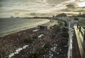 Baile da Favorita, em Copacabana, na abertura oficial do carnaval de 2020: show foi marcado pelo tumulto e pela confusão na dispersão Foto: Guito Moreto