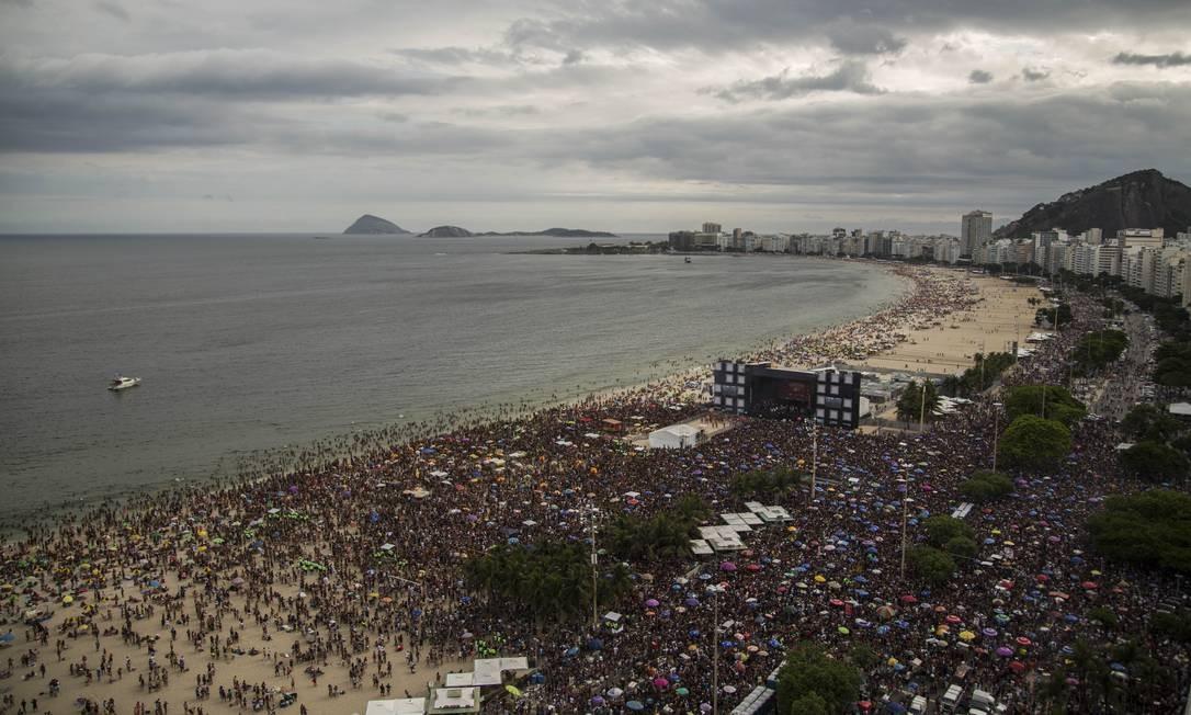 A Favorita reúne cerca de 300 mil pessoas na Praia de Copacabana em 12/01/2020 Foto: Guito Moreto / Agência O Globo