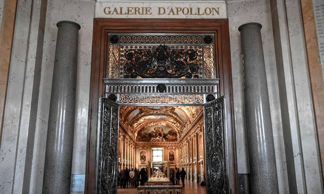 A sala originalmente chamada de 'Petite Galerie' (Galeria Pequena, em português) do Louvre e foi decorada pelos artistas da Segunda Escola de Fontainebleau. Entre eles, estão Toussaint Dubreuil, Jacob Bunel e a esposa Marguerite Bahuche, segundo desenhos de Martin Fréminet, para Henri IV da França Foto: Stephane de Sakutin / AFP