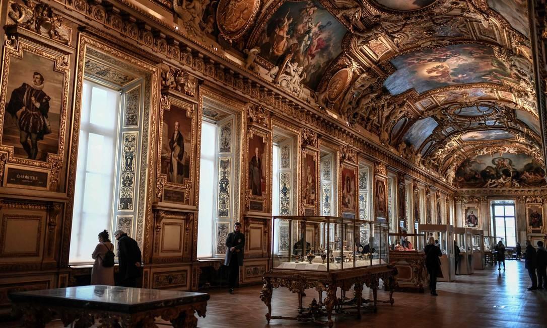 Criada em 1792 por decreto da Assembleia Legislativa, a Galeria Apollo foi inaugurada em 10 de agosto de 1793 Foto: Stephane de Sakutin / AFP