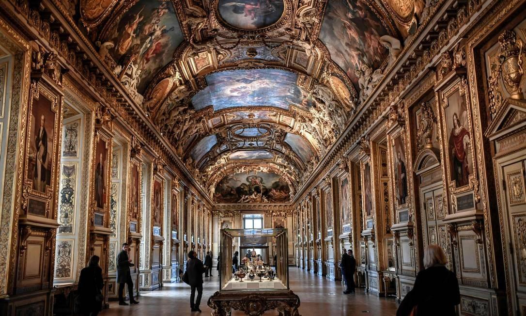 Abóbada e decoração das paredes compreendem cerca de 41 pinturas, 118 esculturas e 28 tapeçarias Foto: Stephane de Sakutin / AFP
