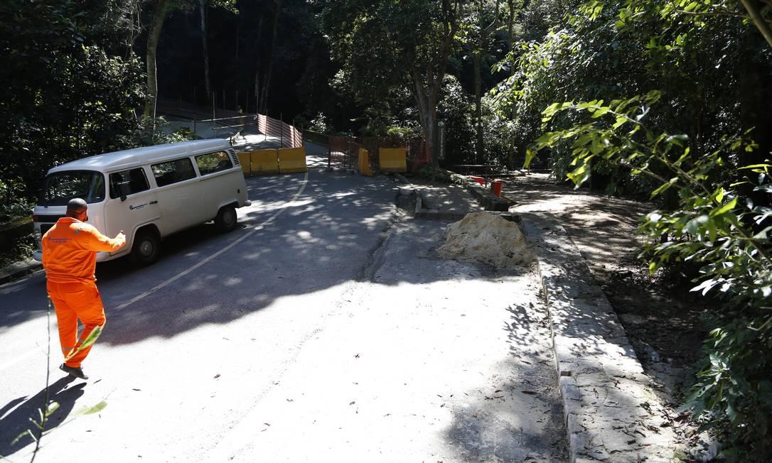 A Estrada Dona Castorina passa por obras de contenção e segue bloqueada Foto: Agência O Globo / Fábio Rossi
