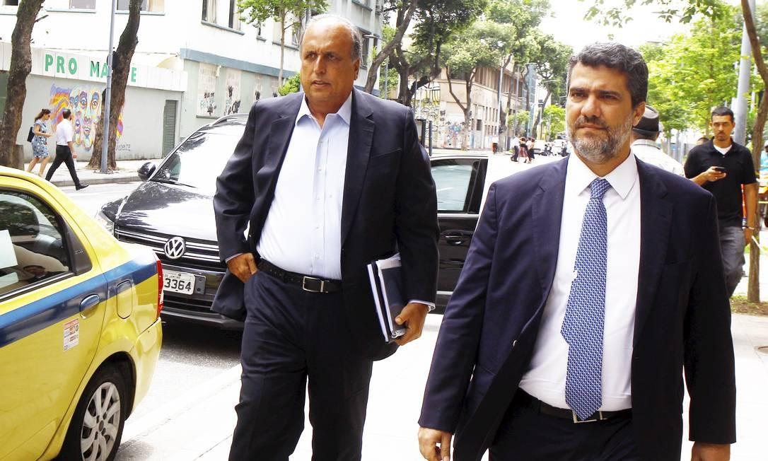 Pezão chegou ao prédio da Justiça Federal por volta das 13h30m acompanhado de seu advogado Foto: Guilherme Pinto / Agência O Globo