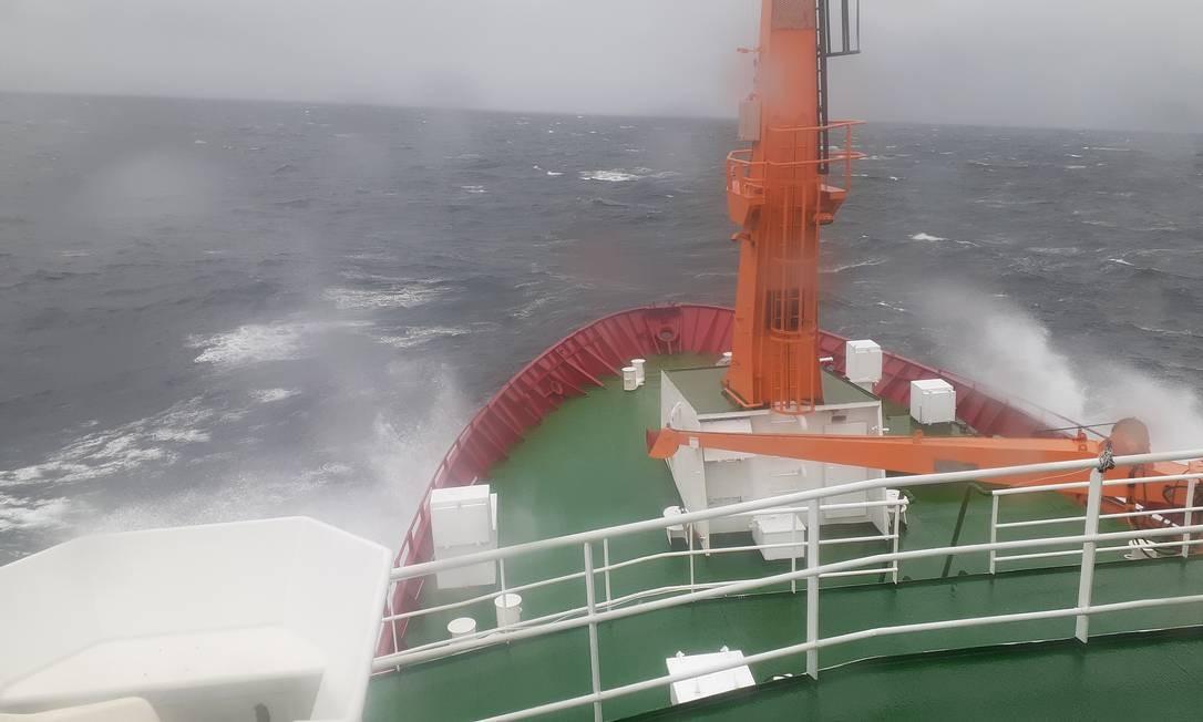 Navio polar brasileiro seguiu em direção à nova estação de pesquisas na Antártica Foto: Elcio Braga