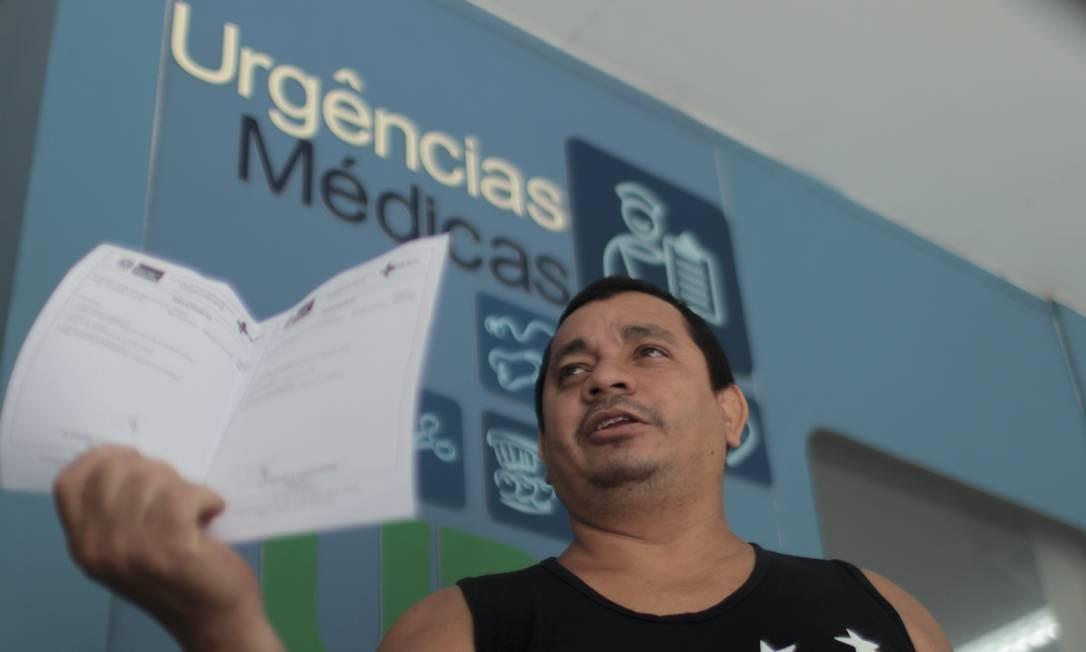 O cozinheiro Francisco das Chagas recorreu à UPA da Siqueira Campos, em Copacabana: 'Estou com a barriga doendo muito' Foto: Gabriel de Paiva
