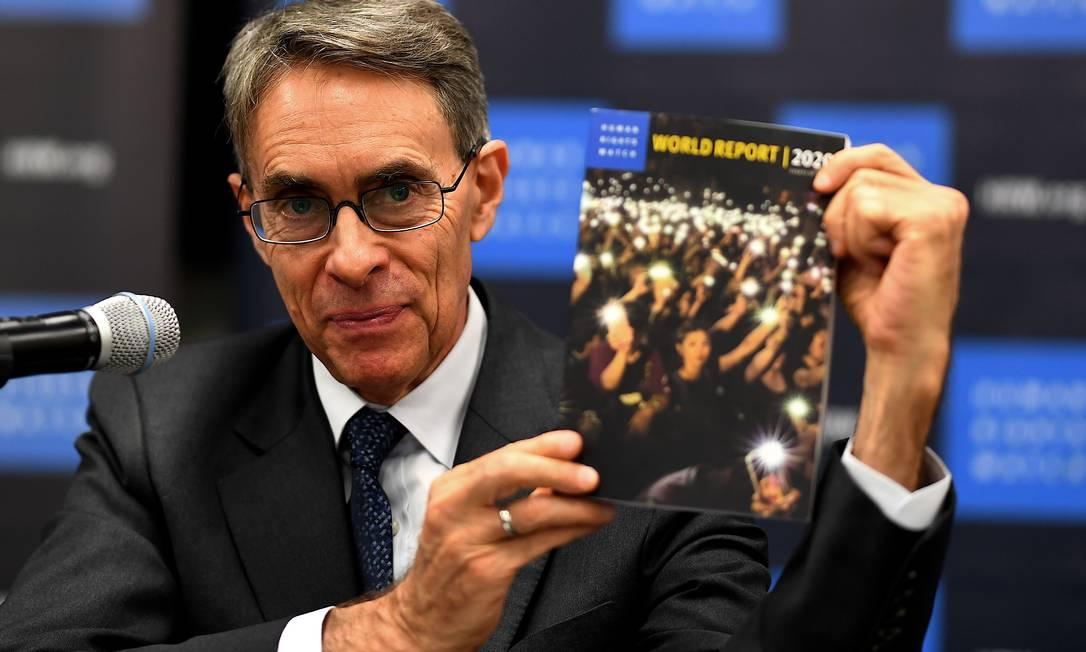 Diretor executivo da Human Rights Watch apresenta relatório anual da organização em Nova York. China foi o ponto central do documento Foto: JOHANNES EISELE / AFP