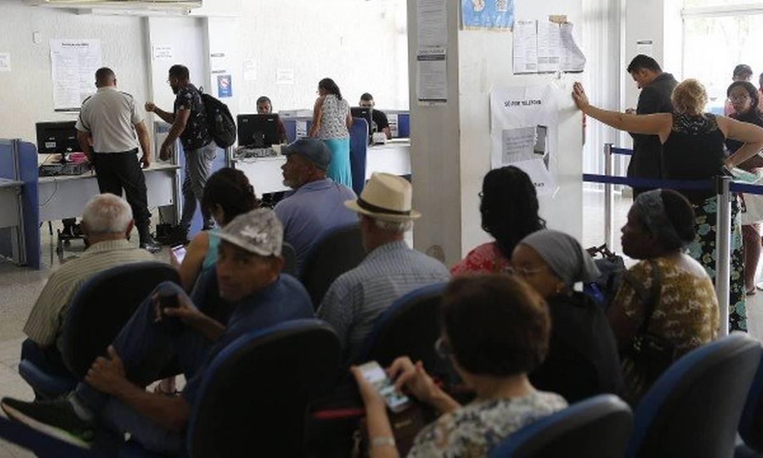 Governo quer zerar fila de espera para aposentadoria: há dois milhões de processos represados para análise no INSS Foto: Jorge William