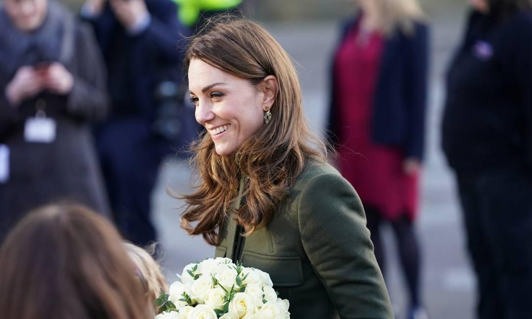 Kate não participou da reunião de segunda-feira e estava sorridente no primeiro compromisso do ano ao lado do marido Foto: JON SUPER / REUTERS