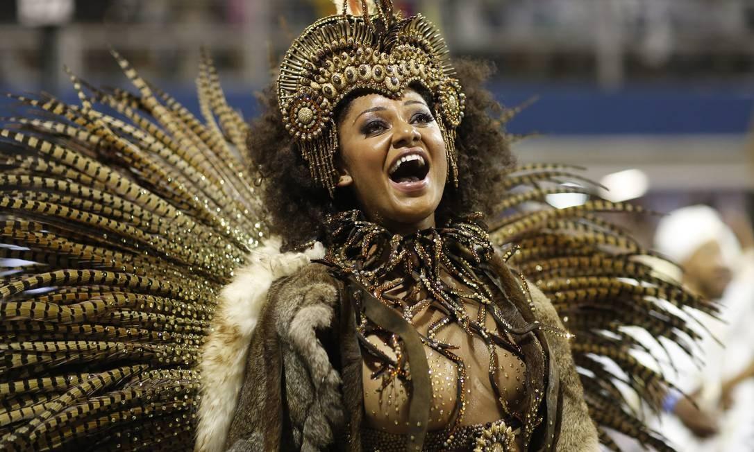 Camila também reinou com os ritmistas da tradicional Vai-Vai, de São Paulo, que em 2017 levou para a pista toda a história e cultura do candomblé Foto: Edilson Dantas / Agência O Globo