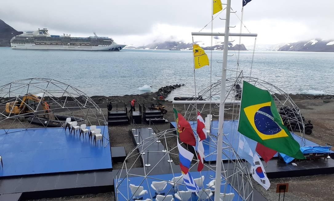 O local preparado para a cerimônia de reinauguração da Estação Antártica Comandante Ferraz, que deve acontecer nesta quarta-feira Foto: Elcio Braga