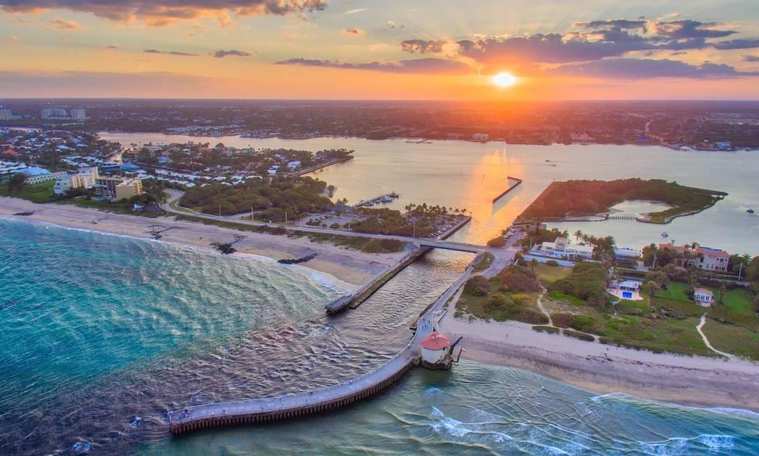 Pôr do sol em Boynton Beach, uma das 39 cidades que integram a região de Palm Beaches, na Flórida Foto: Divulgação