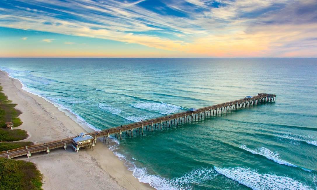 Píer em Juno Beach, uma das principais cidades da região de Palm Beaches, na Flórida Foto: Divulgação