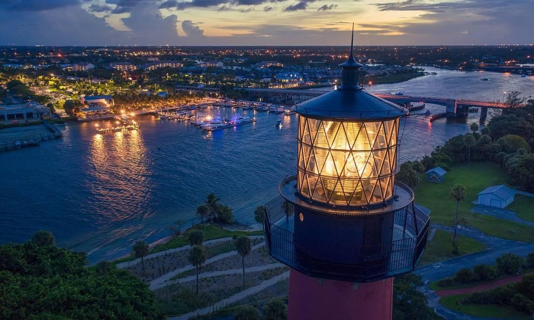 O farol do Jupter Lighthouse Museum, uma das principais atrações em Palm Beaches, na Flórida Foto: Divulgação