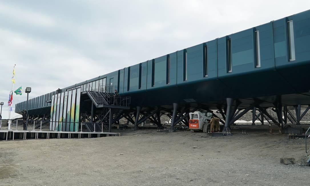 Nova estação foi construída em uma estrutura elevada; abaixo dela estão resquícios de óleo, contaminantes do solo, do incêncio que destruiu a antiga base Foto: Elcio Braga