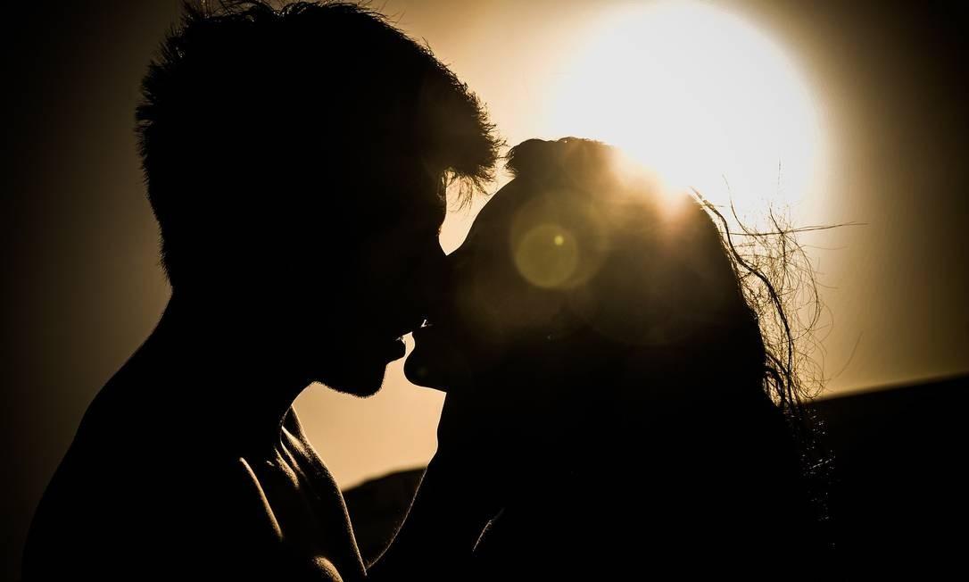 Em média, ter relações íntimas pelo menos uma vez por semana reduziu em 28% a possibilidade de entrar na menopausa em relação às mulheres que têm relações sexuais menos de uma vez por mês. Foto: Pixabay