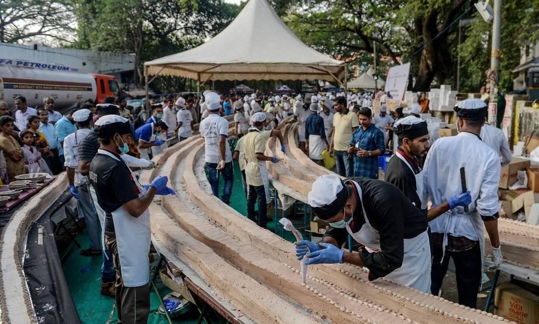 A Bake garante que o sabor do pão de ló e a ganache de chocolate estão à altura da façanha de entrar para o Guinness Book Foto: Arun Sankar / AFP